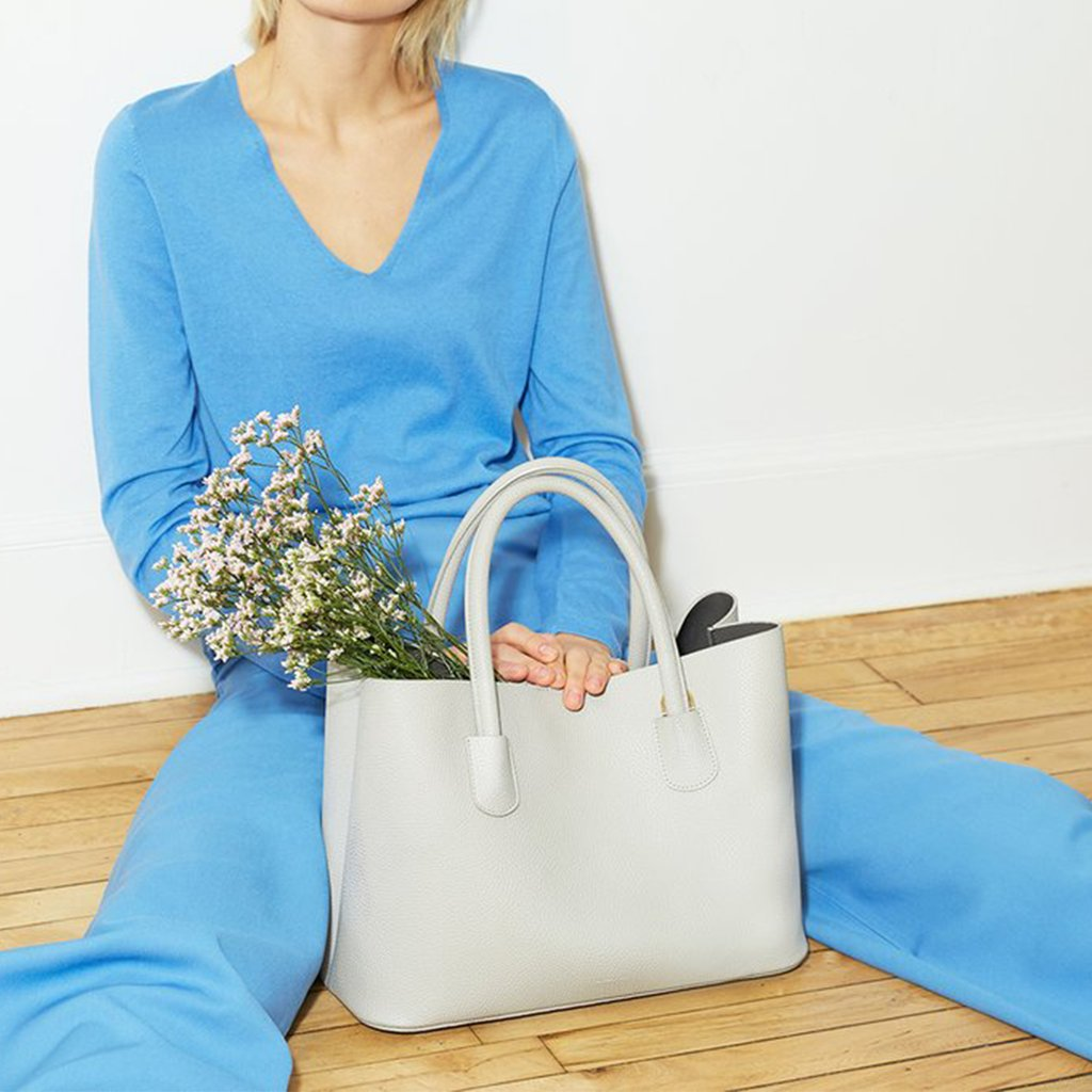 Angela Roi Vegan Cher Tote in Light Grey, with model
