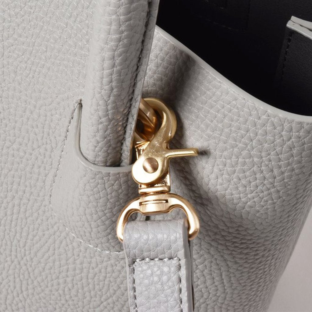 Angela Roi Vegan Cher Tote Mini in Light Grey, hardware close up