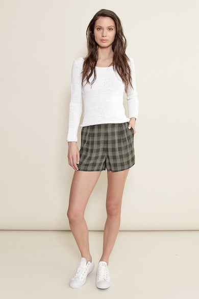 Delores Haze eco-friendly Donna shorts, on model
