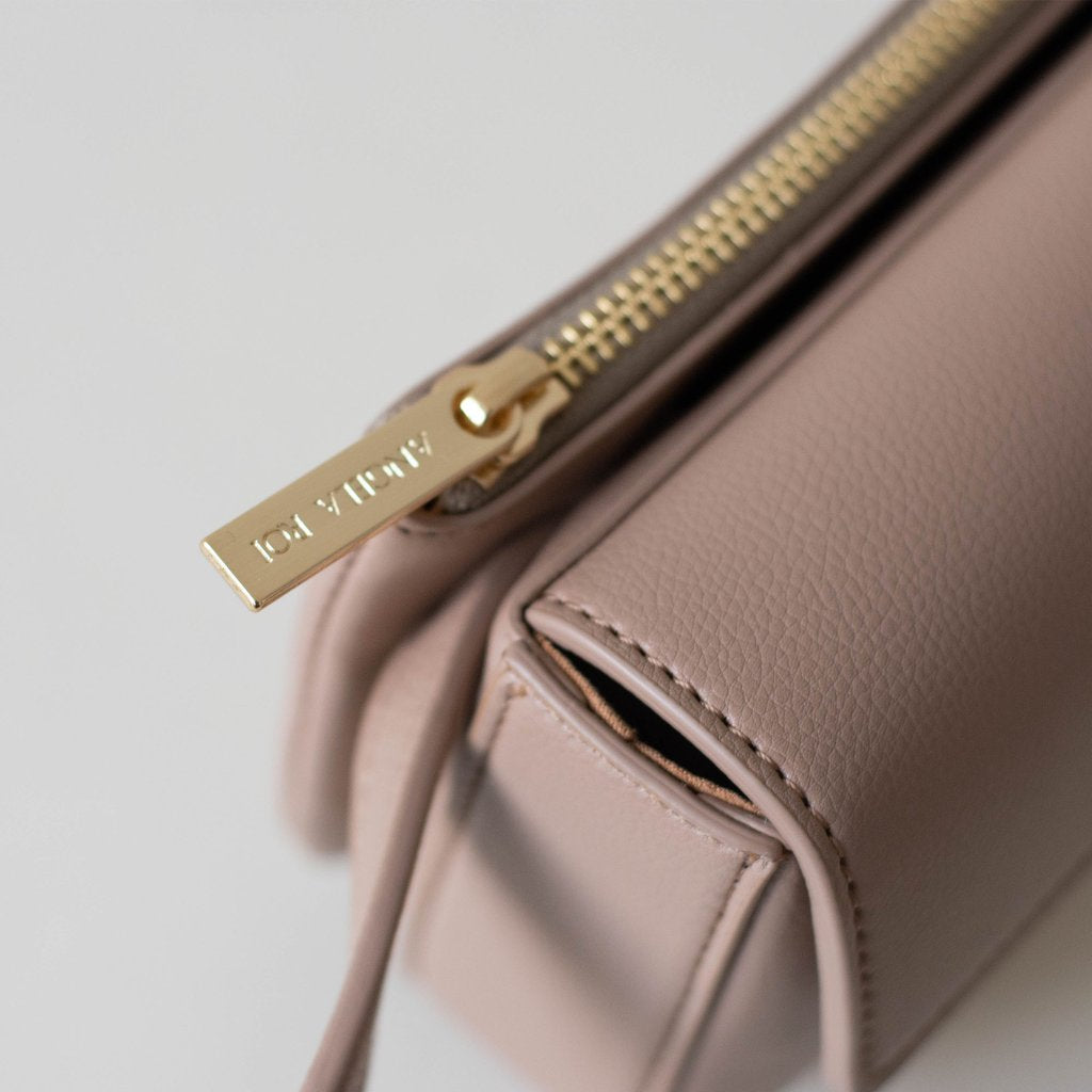 Hamilton Belt Bag / Cross-body in Taupe zipper detail