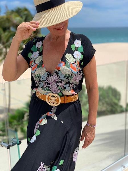 Woman in Casual Dress Wearing the Contorno Snake Glam Belt