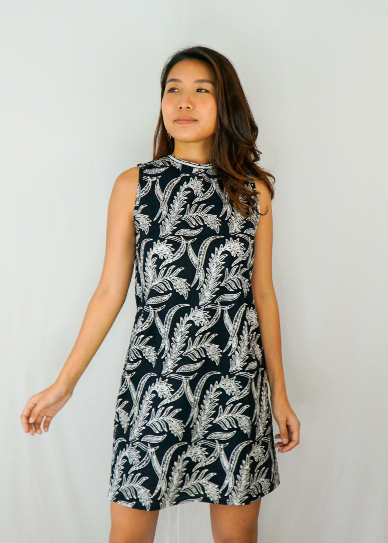 Joli Ribbon Tie-Back Dress in Ferny Black
