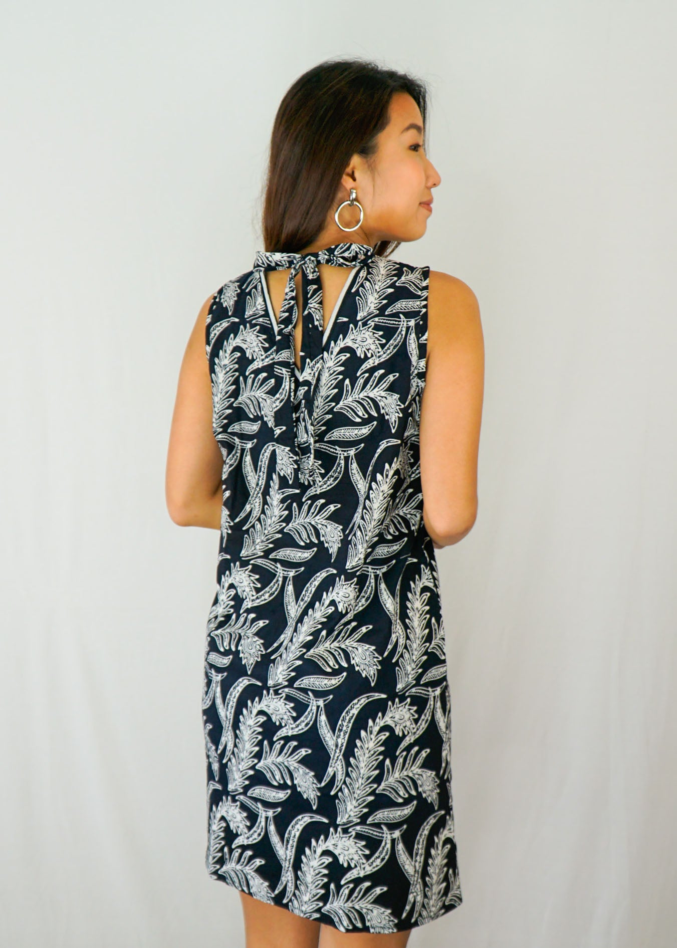 Joli Ribbon Tie-Back Dress in Leafy Black