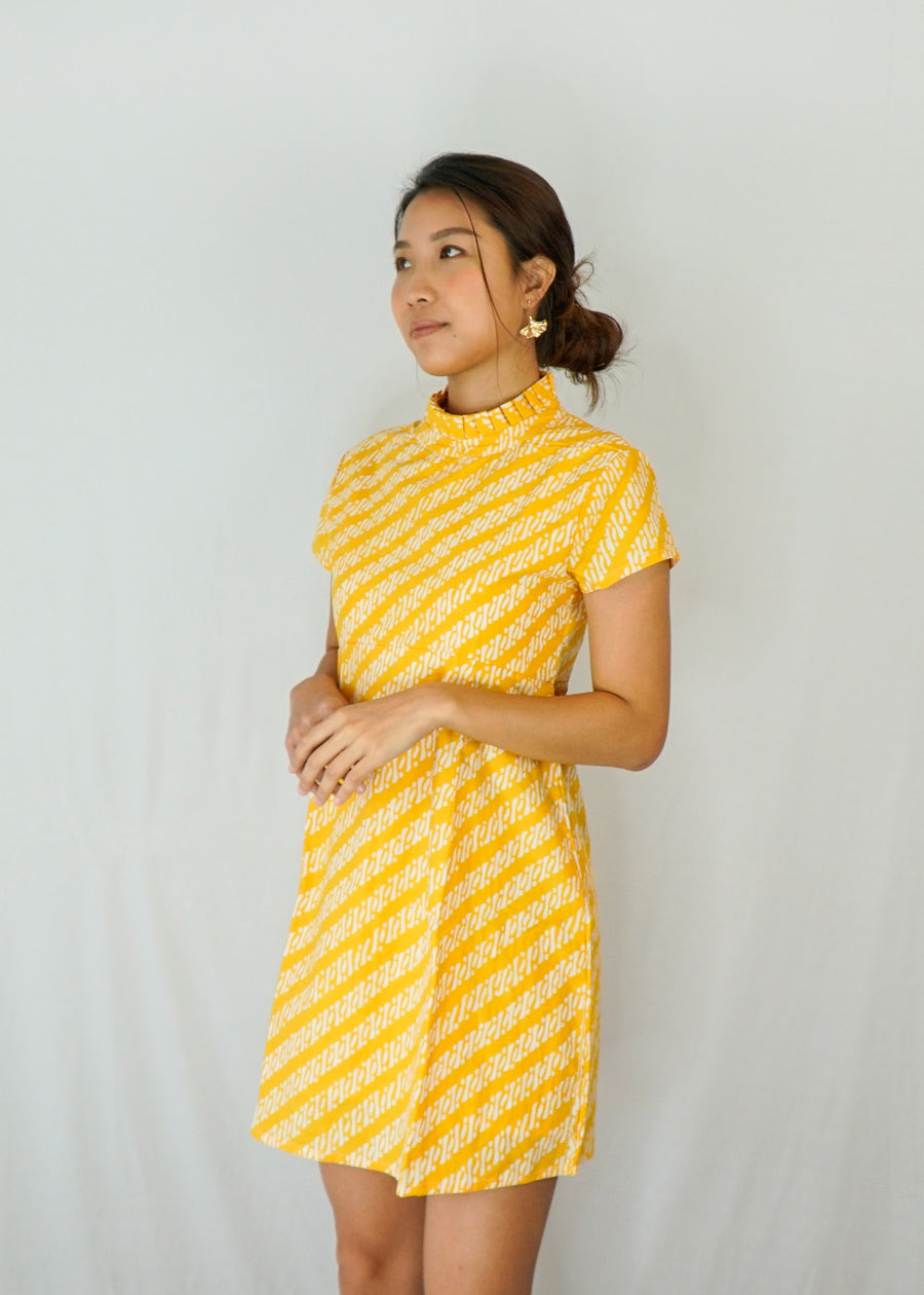 Lily Pleated Collar Mini Dress in Yellow Parang