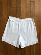 Load image into Gallery viewer, vintage 1940s white shorts 36 waist