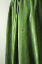 Load image into Gallery viewer, vintage 1940s green velvet dress with purse