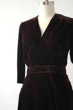 Load image into Gallery viewer, vintage 1940s brown velvet dress