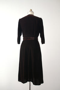 vintage 1940s brown velvet dress