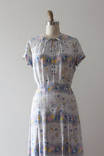 Load image into Gallery viewer, vintage 1940s floral rayon dress