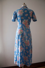Load image into Gallery viewer, vintage 1940s floral robe