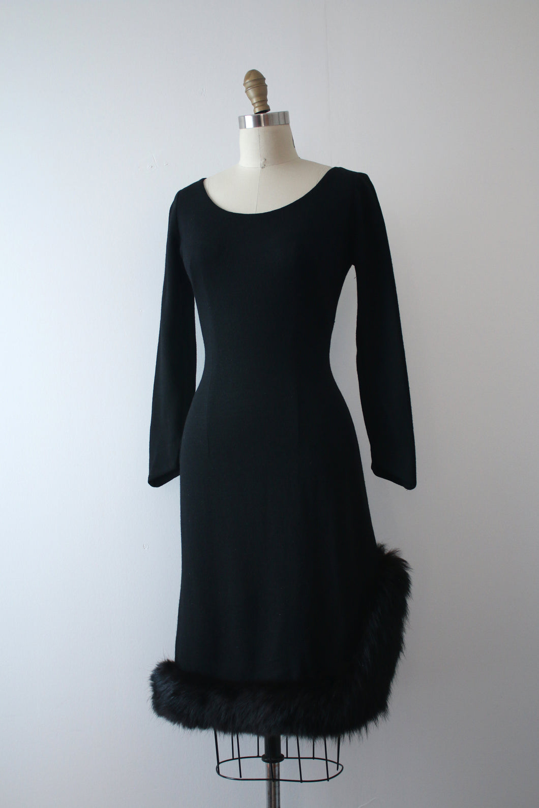 vintage 1960s black bombshell dress
