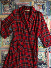 Load image into Gallery viewer, vintage 1940s plaid wool robe