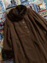 Load image into Gallery viewer, vintage 1940s brown wool coat