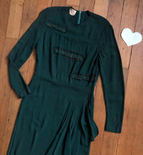 Load image into Gallery viewer, vintage 1940s green rayon dress