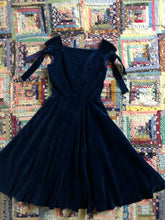Load image into Gallery viewer, vintage 1950s Anne Fogarty velvet dress
