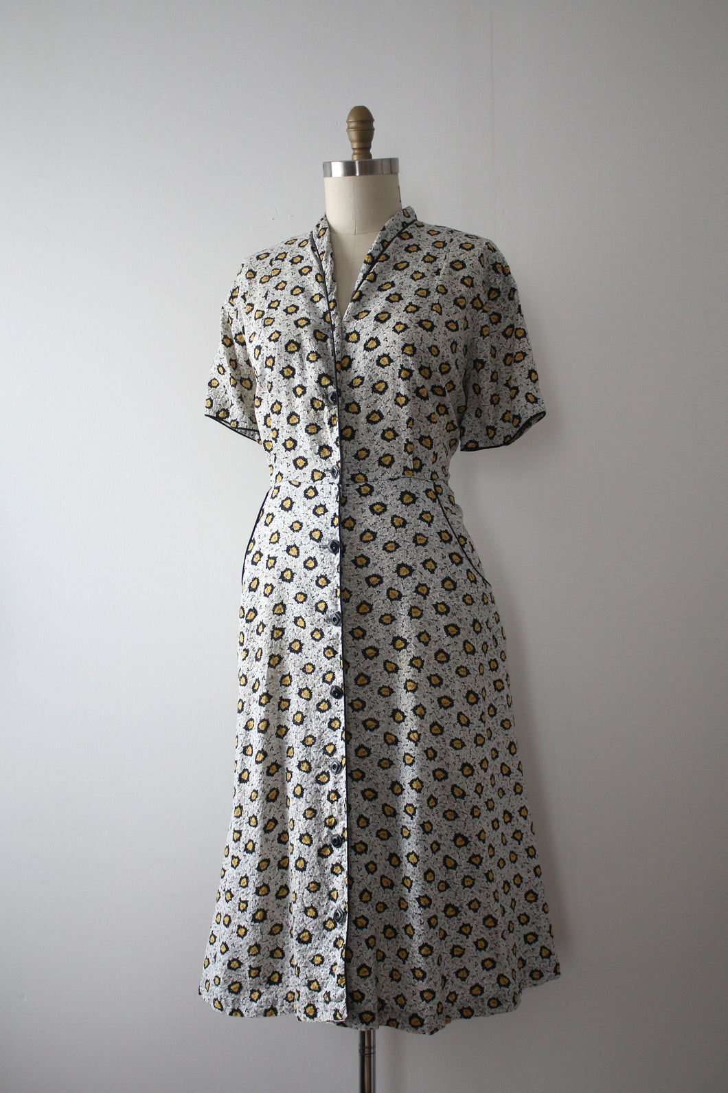 vintage 1940s novelty leaf dress