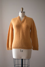 Load image into Gallery viewer, vintage 1940s V neck sweater