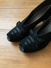Load image into Gallery viewer, vintage 1930s black suede peep toe heels