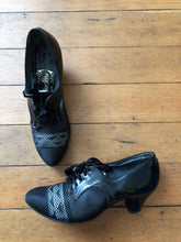 Load image into Gallery viewer, vintage 1930s mesh and patent leather Oxford heels