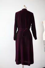 Load image into Gallery viewer, vintage 1930s velvet dress