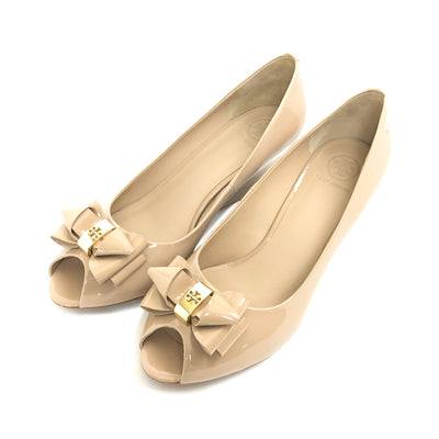 ladiesoflux - Tory Burch Patent Bow Wedge Burnt Almond, Size 7 - Ladies Of Lux - Shoes