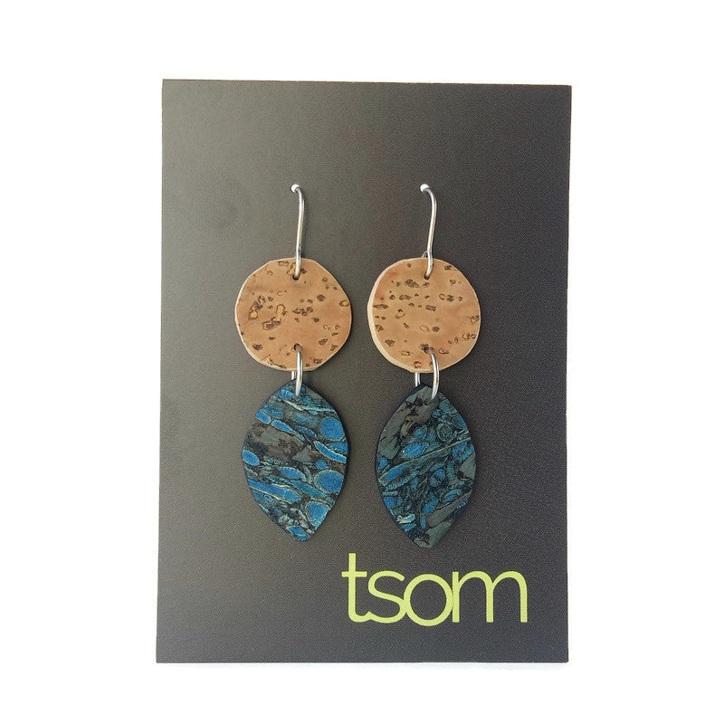 Duo free-form cork earrings, blue fennel and natural