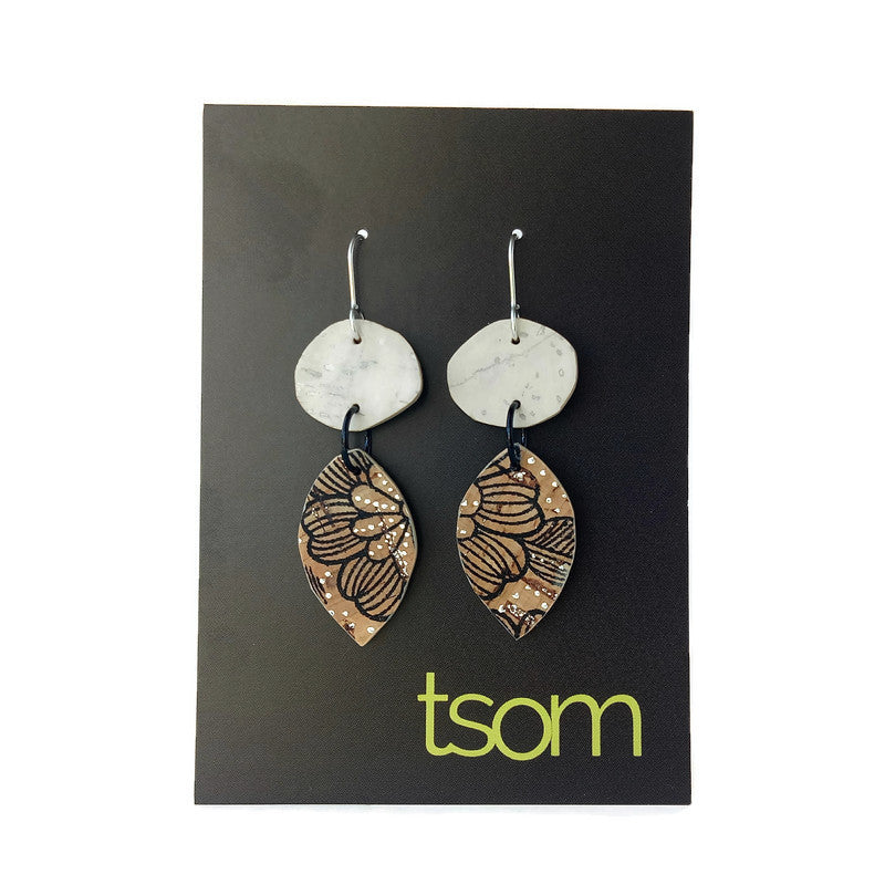 Duo free-form cork earrings, white and floral pattern