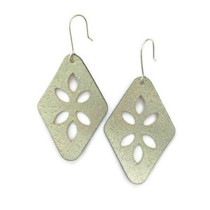 Cut Out cork earrings gold
