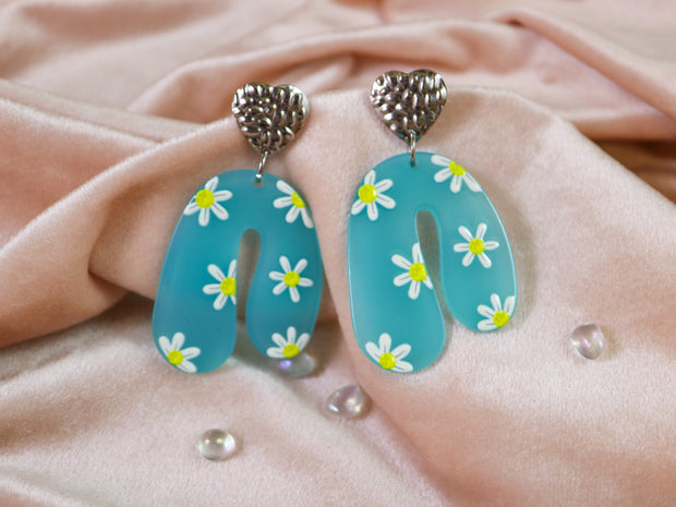 Droopy daisy earrings