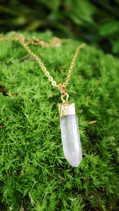 Gold-dipped quartz necklace