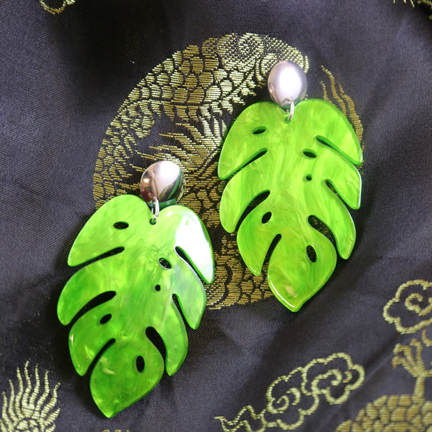 Marbled green monstera earrings
