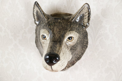 Big wolf wallvase