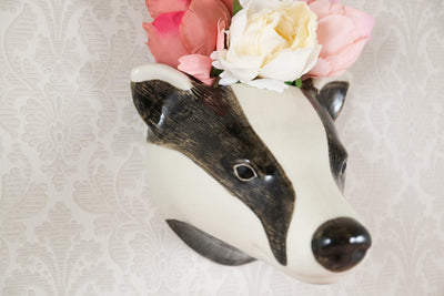 Badger wallvase