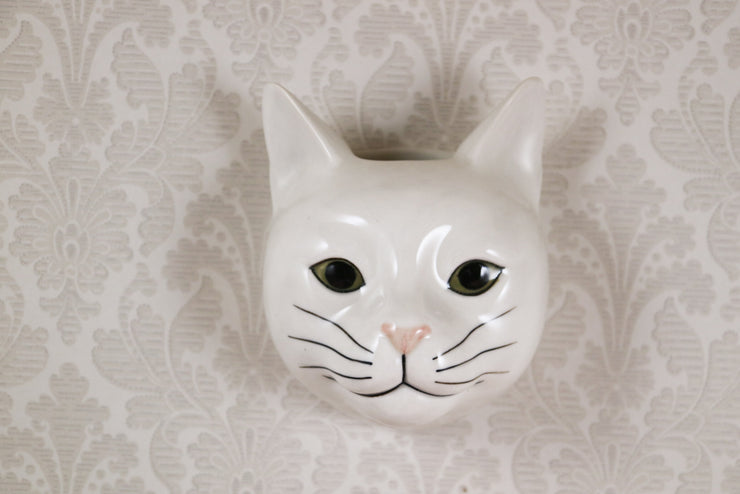 Daisy the white cat small wallvase