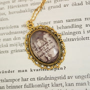 A womans´place is in the resistance golden necklace