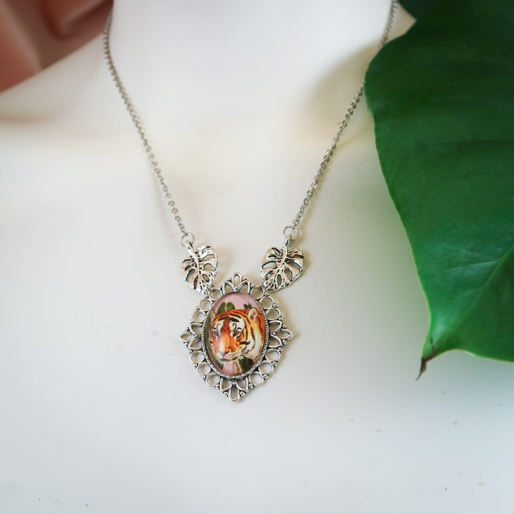Wild tiger necklace