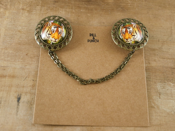 Wild tigers collar brooch