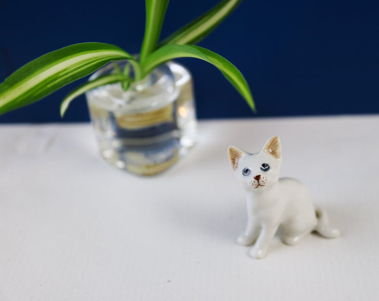 Miniature birdwatcher cat figurine