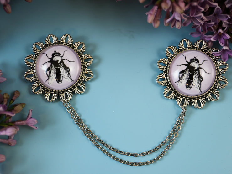 The fly collar brooch