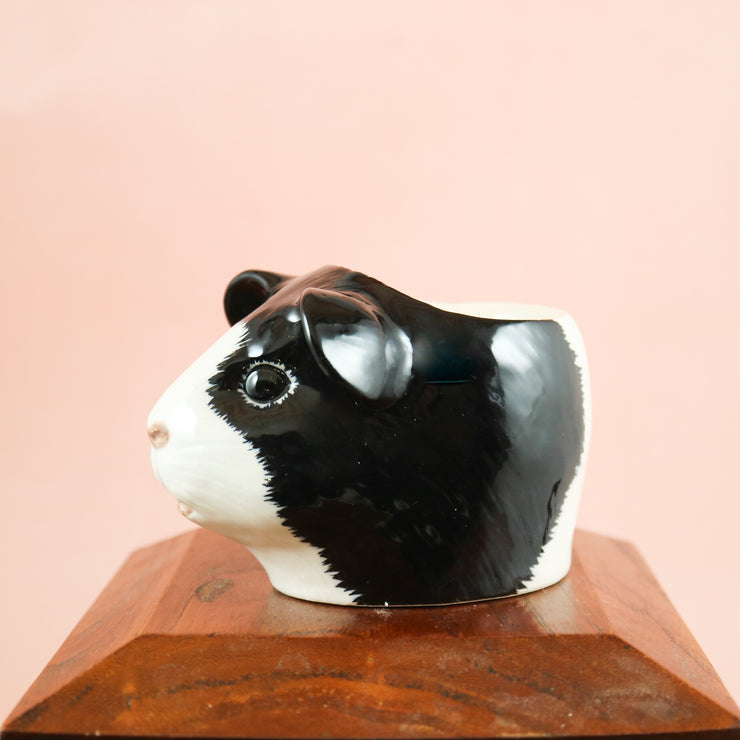 Black and white guinea pig small cup