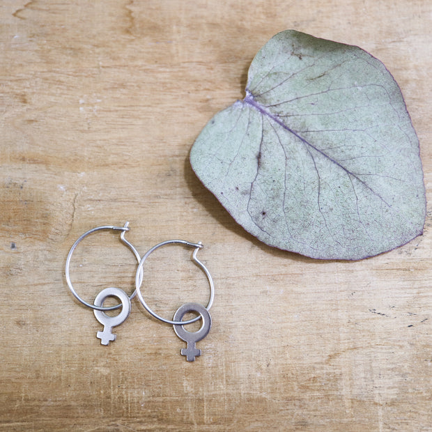 Silver venus mini hoop earrings