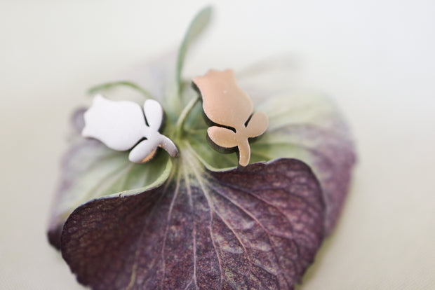 Silver tulip stainless stud earrings