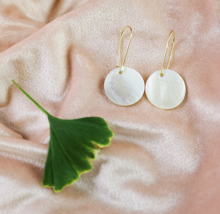 Mother-of-pearl dot earrings (Limited edition)