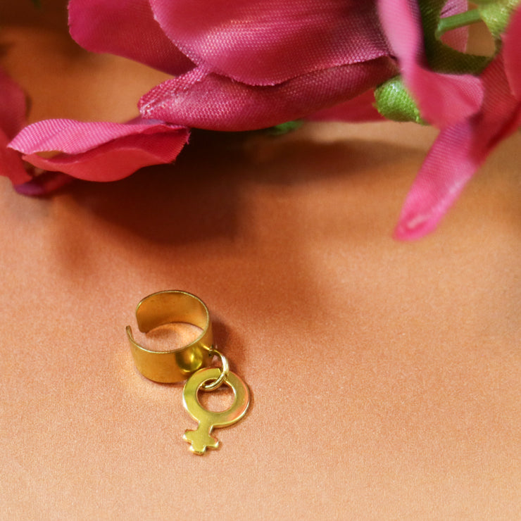 Golden venus ear cuff