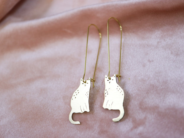 Sitting cats sawed & engraved brass earrings