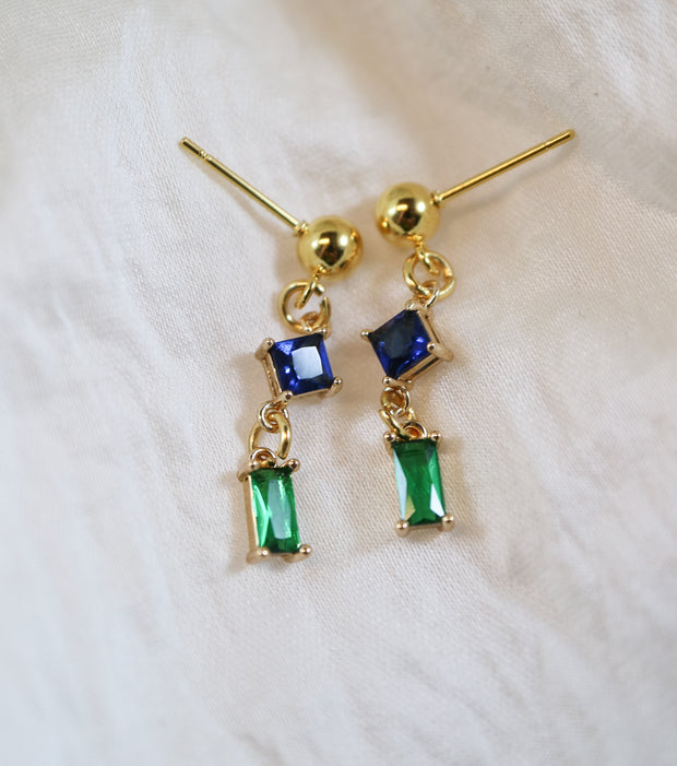 Sparkling oblong and rhombus earrings