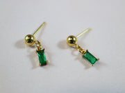 Sparkling emerald green oblong earrings
