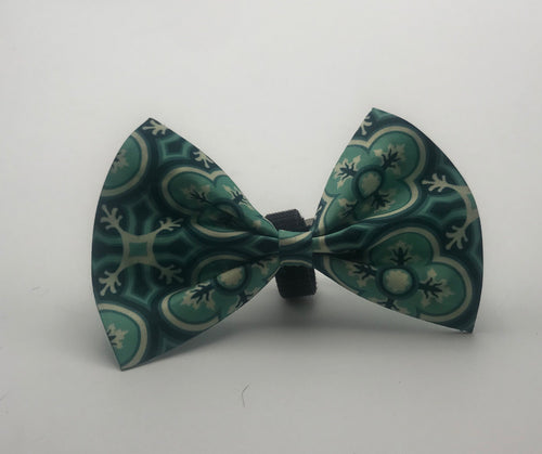 Large Bow Tie Blu Flowers