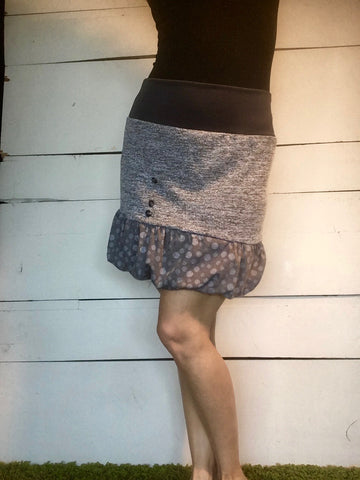 GRAY SKIRT WITH WHITE PATTERN (L)