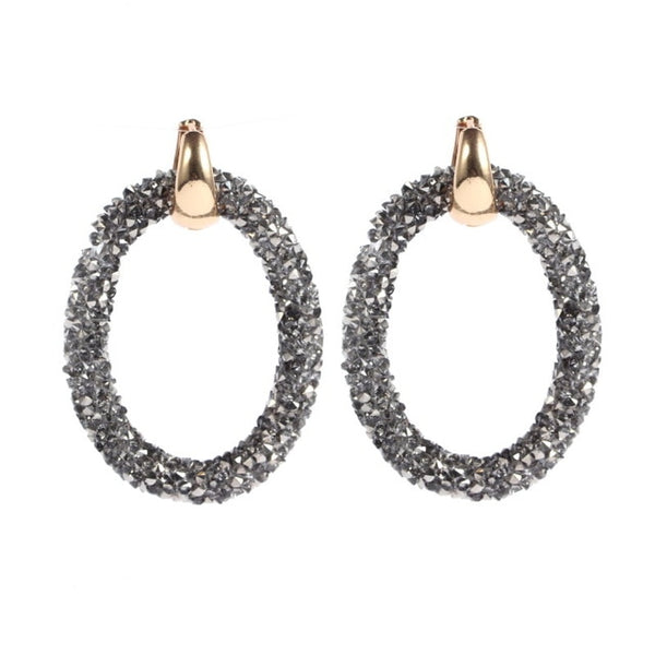 Super classy yet trendy chunky large hoop earrings. They are sleek elegance and sheer style trend of 2019. Beautify your looks with these wonderful trendy hoops. Perfect for dinner , engagement , wedding , christmas, party , prom , date , lunch or birthday.